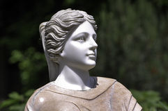 Statue der Frau im Park lizenzfreie stockfotos