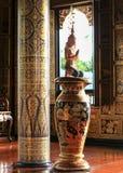 Statue der Geist des weißen Hintergrundisolats Südostasiens Lizenzfreie Stockfotos