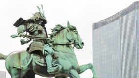 Statue der großen Samurais Kusunoki Masashige, berühmter japanischer Samurai am Ostgarten außerhalb Tokyo-Kaiserpalastes, Japan lizenzfreie stockfotografie