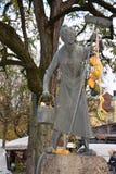 Statue der inländischen berufstätiger Frau stockfotos