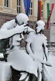 Statue des alten Mannes ein Unterricht etwas der Junge Lizenzfreie Stockfotografie