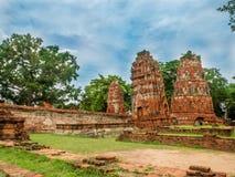 Statue des alten Tempels und Buddhas in historischem Park Ayutthaya Stockfotografie