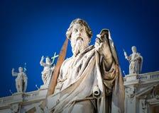 Statue des Apostels Paul nahe St. Peter Basilica Lizenzfreie Stockfotografie
