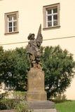 Statue des Clementinum-Hofes in Prag, Tschechische Republik lizenzfreies stockbild