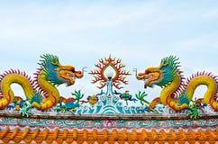 Statue des dragons sur le toit Photographie stock libre de droits