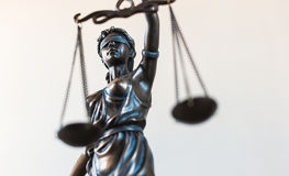 Statue des Gerechtigkeitssymbols, legales Gesetzeskonzeptbild Stockfoto