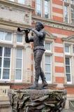 Statue des gescheckten Pfeifers (Ratte-Fänger) von Hamelin. Stockfotos