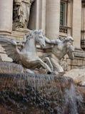 Statue des Gottes Triton mit Oberteil mit Pferd - Teil des Trevi F Stockfotografie