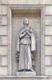 Statue von St. Genevieve in Madeleine-Kirche in Paris Stockfotos