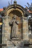 Statue des Heiligen nahe Kloster Michelsberg (Michaelsberg) in B Lizenzfreie Stockfotos