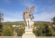 Statue des Heiligen Wenceslas auf der Mantel-Brücke in Cesky Krumlov, Tschechische Republik stockbild