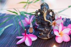 Statue des indischen Hinduismus-Gottes Ganesha von Klugheit und von Wohlstand a stockbild