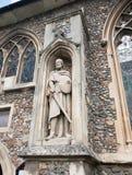 Statue des Kriegers auf der Außenseite der englischen christlichen Kirche wütend Lizenzfreie Stockbilder