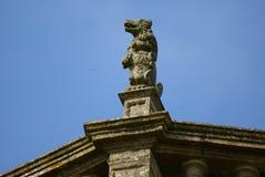 Statue des Lacok-Abteiturms in England Stockbild