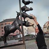 Statue des musiciens de ville de Brême à Riga Images stock