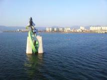 Statue des poissons dans l'eau de la rivière de Soyang Images stock