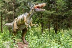 Statue des realistischen prähistorischen Dinosauriers Stockbild