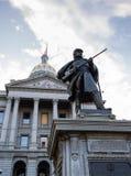 Statue des Soldaten vor Zustands-Kapitol Denver Lizenzfreie Stockfotografie