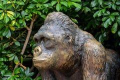 Statue des starken Gorillas Lizenzfreie Stockfotos