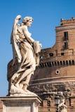 Statue devant Castel Sant ' Angelo Images libres de droits