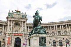 Statue devant l'aile de Burg de Neue dans le palais de Hofburg, Vienne, Aus images libres de droits