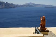 Statue devant la mer Images stock