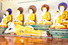 Statue di Buddha nella pagoda in Rangoon, Myanmar di Shwedagon Fotografia Stock Libera da Diritti