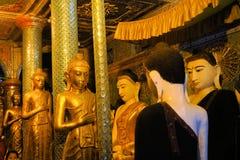 Statue di Buddha a Shwedagon, Rangoon, Birmania Fotografia Stock Libera da Diritti