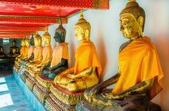 Statue di Buddha in tempio, Bangkok, Tailandia Fotografia Stock