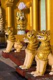 Statue di Chinthe alla pagoda di Shwedagon Fotografia Stock Libera da Diritti