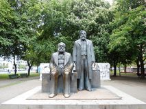STATUE DI MARX E DI ENGELS, BERLINO, GERMANIA Fotografia Stock