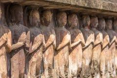 Statue di pietra di Buddha con le mani di saluto Statue di Buddha con resp Fotografie Stock Libere da Diritti