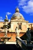 Statue di Pretoria, di Palermo & cupola barrocco quadrate Fotografie Stock Libere da Diritti