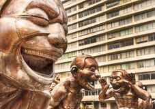 Statue di risata nel parco su Sunny Day fotografia stock