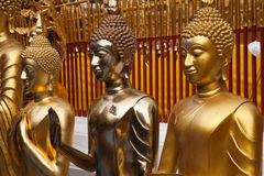 Statue dorate del buddha in Wat Phrathat Doi Suthep Fotografie Stock Libere da Diritti