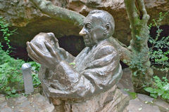 Statue of Dr Robert Broom looking at 2.8 million year old skull of Mrs. Ples at the Cradle of Humankind, a World Heritage Site in. Gauteng Province, South stock images