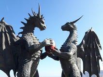Statue - dragons avec l'oeuf dans le jardin de mer de Varna Photos libres de droits