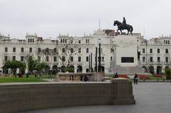Statue du Général Jose de San Martin dans maire Plaza de Armas, Lima, Pérou de plaza image libre de droits