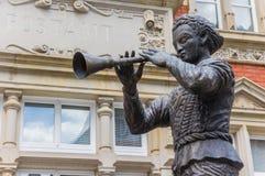Statue du joueur de pipeau pie de Hamelin dans Hameln image libre de droits