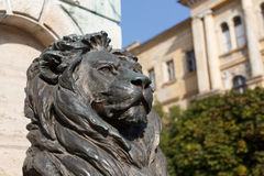 Statue du lion en bronze Photographie stock