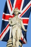 Statue du Nelson au-dessus d'Union Jack Image stock