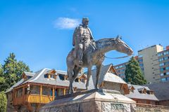 Statue du Président Roca à la place principale près du centre municipal dans Bariloche du centre au coucher du soleil - Bariloche Photo libre de droits