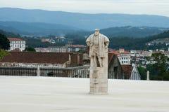 Statue du Roi Joao III dans la cour de l'université de Coimbra Photographie stock