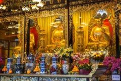Statue ed altare di Buddha al Po Lin Monastery Fotografia Stock Libera da Diritti