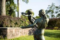Statue einer Frau und des Kindes Lizenzfreies Stockbild