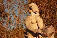 Statue einer Jungfrau lizenzfreies stockfoto