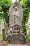 Statue eines Bodhisattva im Garten von Shinnyo-tun Tempel Lizenzfreie Stockfotos
