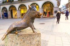 Statue eines Ebers in München, Deutschland Stockfoto