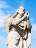 Statue eines Gebetsengels Stockfoto