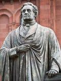 Statue eines gelehrten Mannes Lizenzfreie Stockfotografie